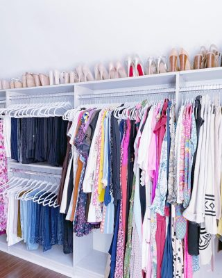 The colors! The shoes! Oh and, the organization! 🤣 There's just a lot to ♥️ here.   Our client's (amazing) wardrobe is organized by type, then color, with matching slim hangers. And she can easily see her shoe collection on the top shelf with all the lovely pairs matched up together 👯♀️