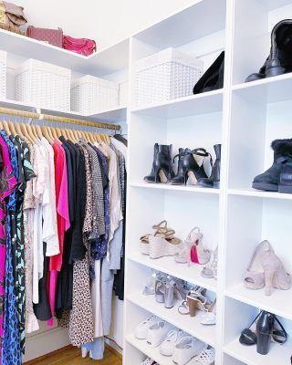 We'll take one of everything please 🤩  We just love helping our clients get their beautiful closets organized and ready for a new season 👗  Like we do with clothes, you can see we also grouped shoes by style and then color - making it easy to know which section to go to based on what you're getting dressed for 👠