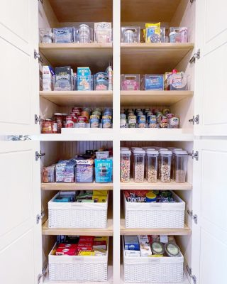 How much difference does professional organizing realllllly make you may ask? Well, just swipe to see the before of this pantry 🙃   With fresh eyes and our extensive product knowledge we are able to see solutions that our clients don't have the time to figure out (nor do they want to!) 😍  We would love to help you transform your spaces, too ♥️