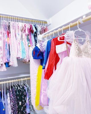 Princesses need closet priority, obviously 👸🏼   We love making special spaces for our younger clients' favorite dress-up items ♥️ And of course, when princesses are off duty, the rest of the closet is neatly organized by type, then color, with matching hangers (because that's our version of a fairy tale 🤣)