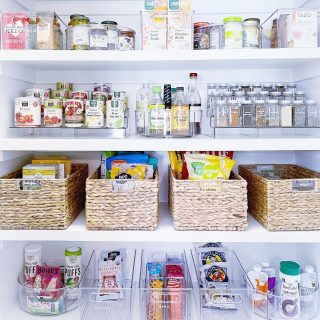 You aren't seeing double - the symmetry in this pantry is just that good 💯   Thrilled with how this recent pantry turned out! The mix of clear products with our favorite water hyacinth baskets creates a clean and fresh look with just the right amount of texture.