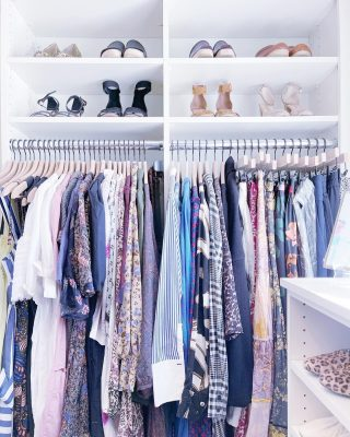 Here's the mid-week beautifully organized closet pick me up you didn't know you needed 😍  We love organizing clothes of all seasons but there's just something about summer florals in a freshly organized space - instant mood booster 💐