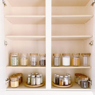 It's dinnertime, do you know where your spices are? 😉  This spice station we helped our client organize emits a feeling of calm and order, exactly how we want our clients to feel when we are done ♥️   Old, outdated spices have a sneaky way of hanging around for years. Take a few minutes to check the expiration dates in your spice cabinet and start fresh as needed - we promise an instant boost of calm? 😀