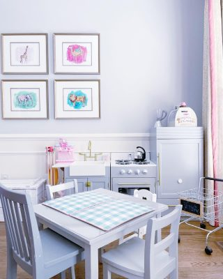 Are we wrong for wanting to just hang out indefinitely in our client's sweet playroom?   Organizing playrooms is one of our specialties and the end results are always so sweet 🥰 If you've reached the point of just shutting the door and pretending your playroom doesn't exist (we've all done it...) maybe it's time to bring in some back-up.   The start of summer is a perfect time to take a closer look at what your kids are actually playing with, and what can be donated ❤️